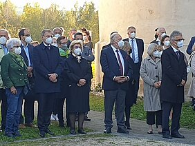 Besucherinnen und Besucher der Gedenkfeier