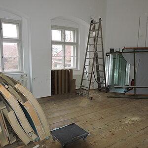 Bild der Baustelle vor der Ausstellung in Schloss Hartheim